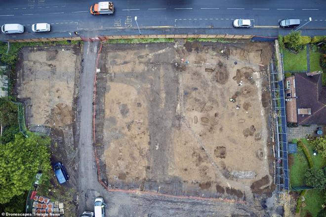 Xây ký túc xá, đào phải 60 mộ cổ 1.600 tuổi đầy báu vật - 1