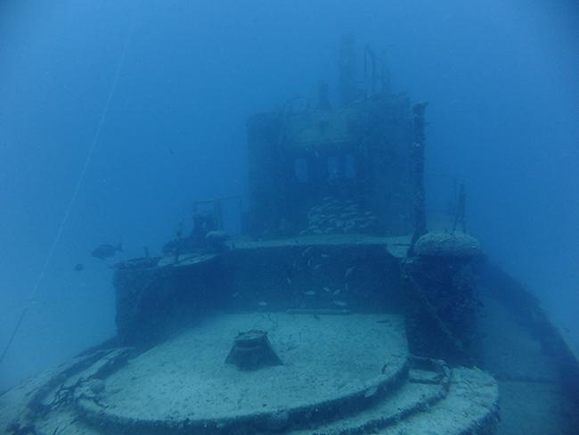 Tàu ngầm chìm: Các tàu ngầm thỉnh thoảng bị chìm và phần còn lại của chúng có thể được tìm thấy ở nhiều nơi khác nhau trên các đại dương trên thế giới.