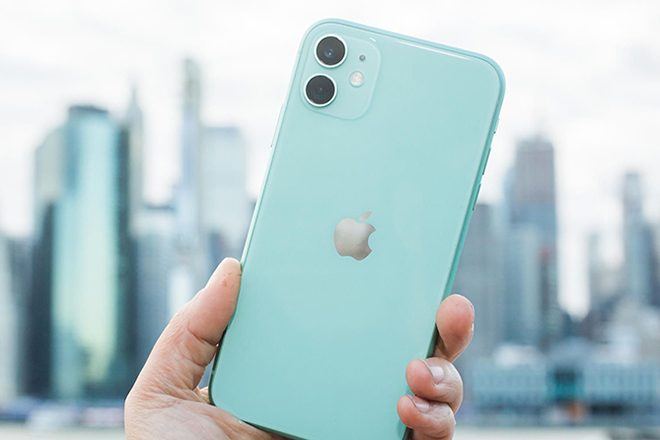 Mua smartphone chơi Xuân, iPhone 11 vẫn đáng mua hơn iPhone 12? - 1