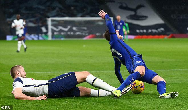 """Tottenham thua Chelsea vì 11m: """"Tội đồ"""" nhận """"mưa gạch"""" từ cư dân mạng - 1"""