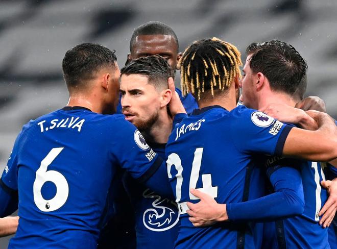 Nóng rực BXH Ngoại hạng Anh: Chelsea quật ngã Tottenham, kém MU mấy điểm? - 1
