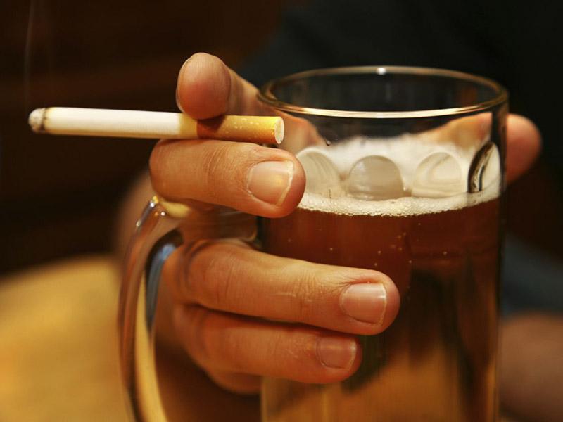 Người đàn ông hút thuốc, uống rượu suốt 30 năm, toàn thân chuyển sang màu vàng đồng đáng sợ - 4