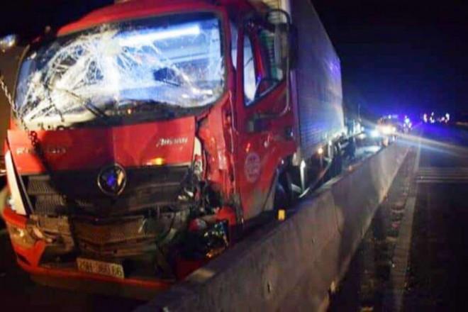 Tai nạn liên hoàn trên QL1A qua Ninh Thuận, tài xế và phụ xe tử vong - 1