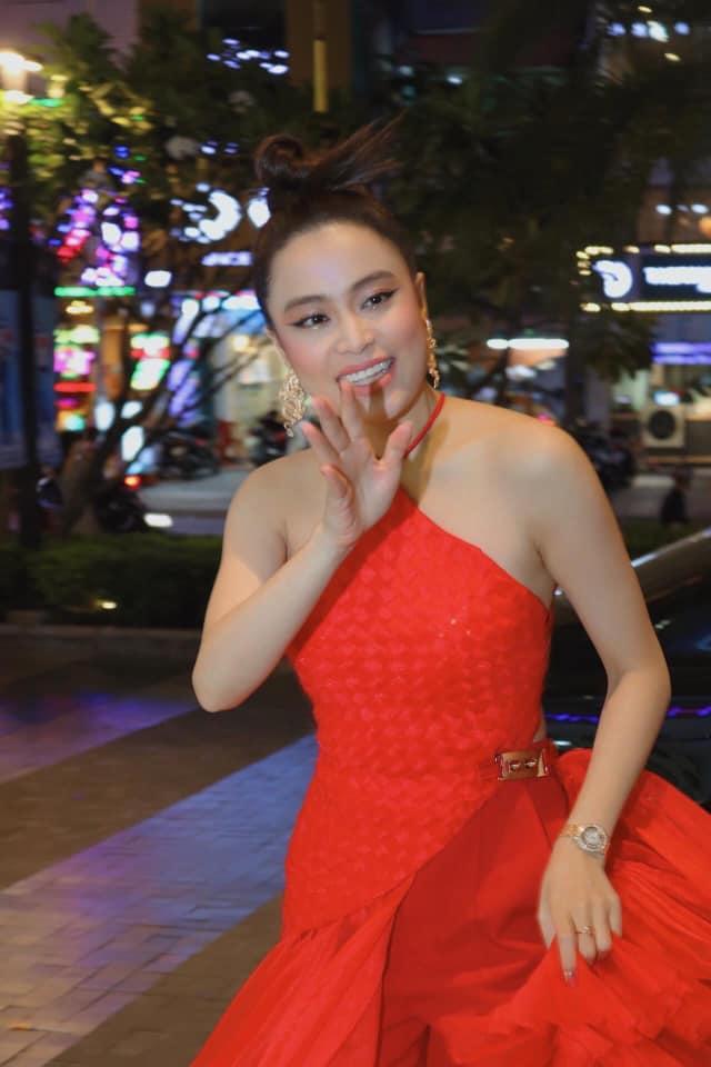 """Hết thảm hoạ """"đô con"""", Hoàng Thuỳ Linh lấy lại vóc dáng sexy đầy mê hoặc ở tuổi """"băm"""" - 1"""