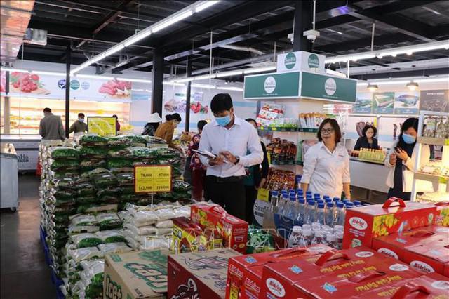 Dịch COVID-19 bùng phát, đi siêu thị, trung tâm thương mại thế nào cho an toàn? - 1