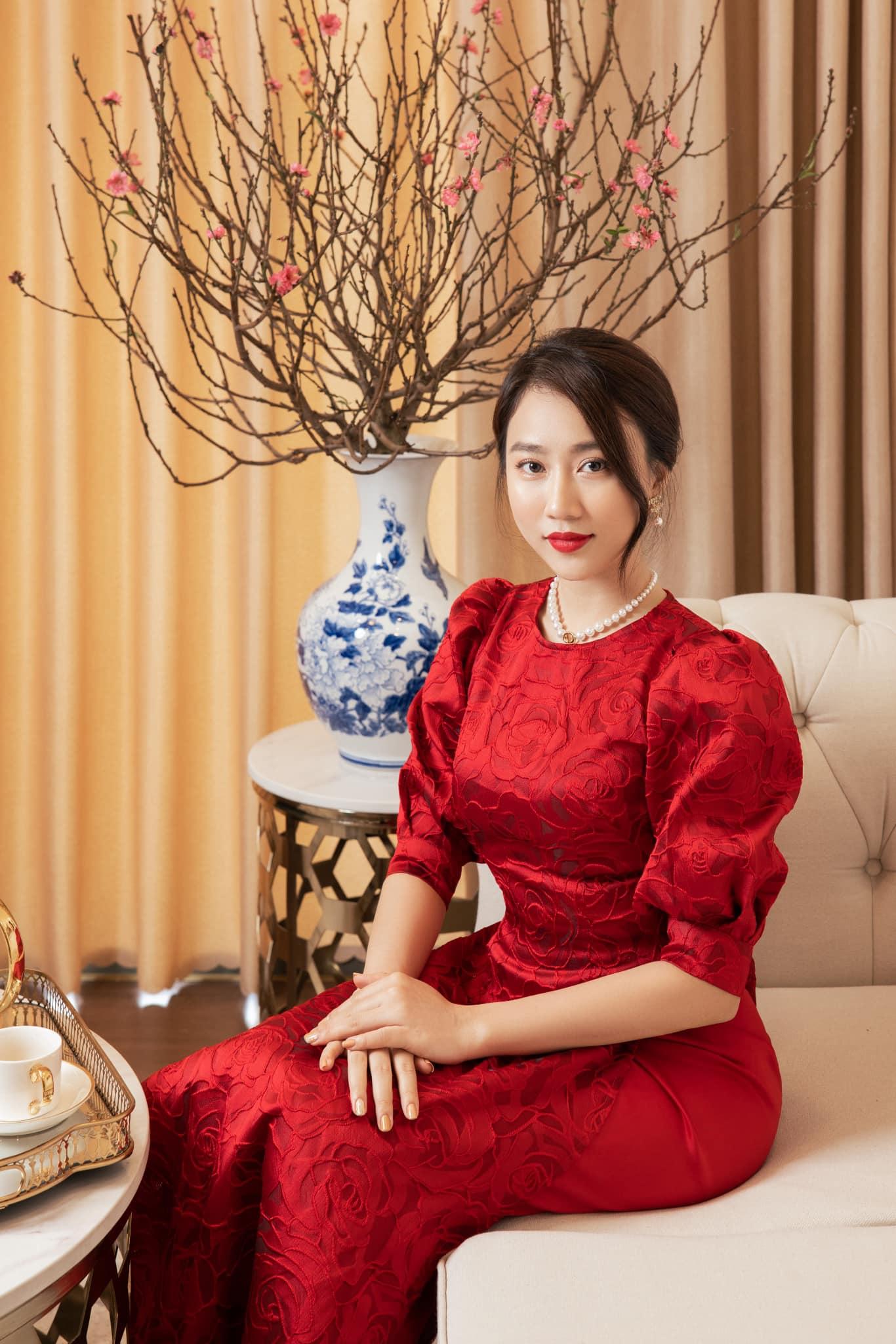 Nhà 6 tỷ mới tậu ở Sài thành ngập tràn sắc hoa Tết của Huỳnh Hồng Loan - 1