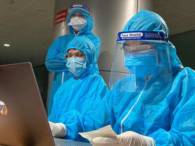 Một nhân viên sân bay Tân Sơn Nhất nghi mắc COVID-19 - 1