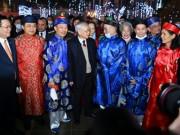 Tổng bí thư, Chủ tịch nước chúc Tết người dân ở phố đi bộ Hồ Gươm