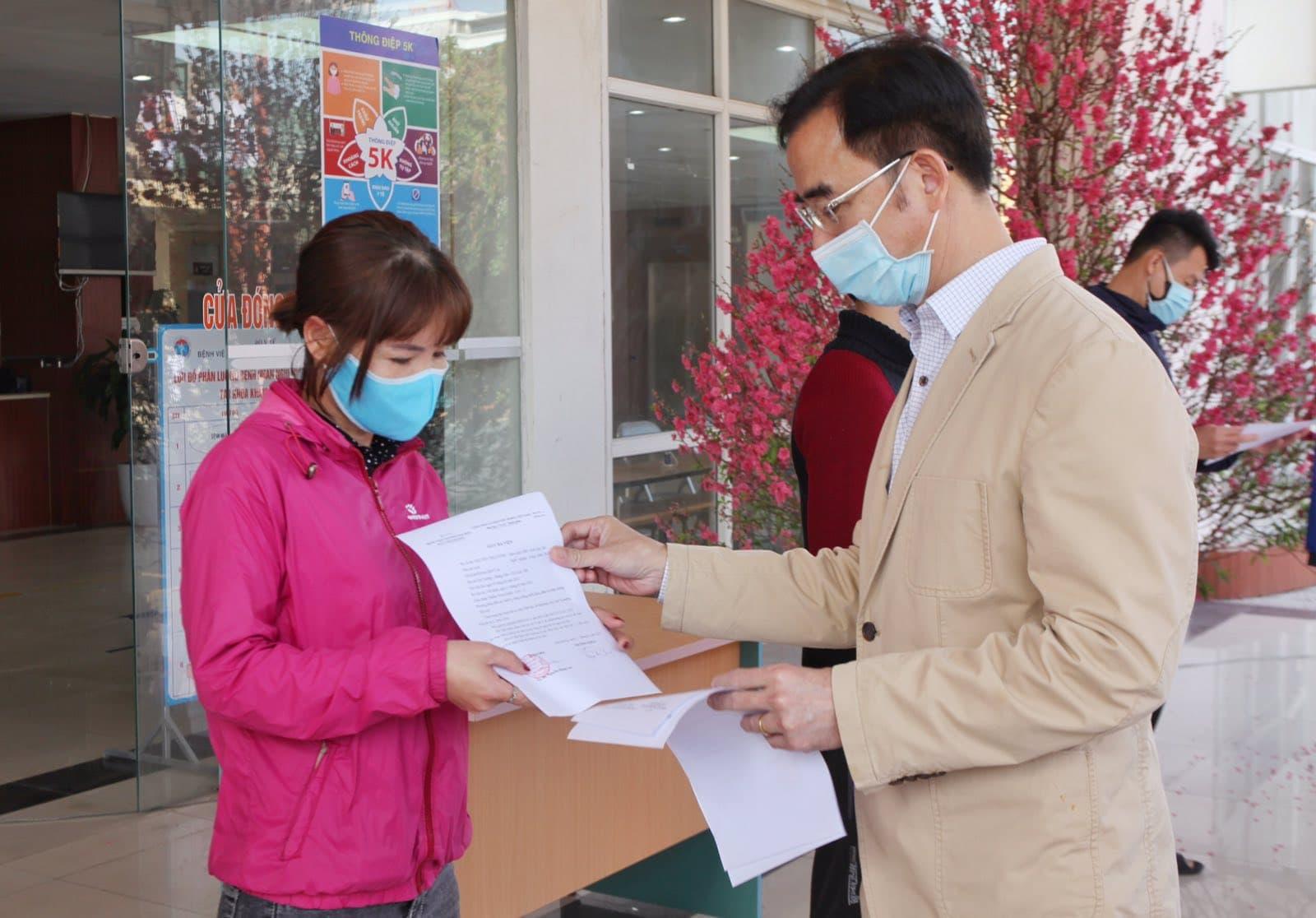Bác sĩ Bệnh viện Bạch Mai lao vào tâm dịch Hải Dương ngày 30 Tết - 1