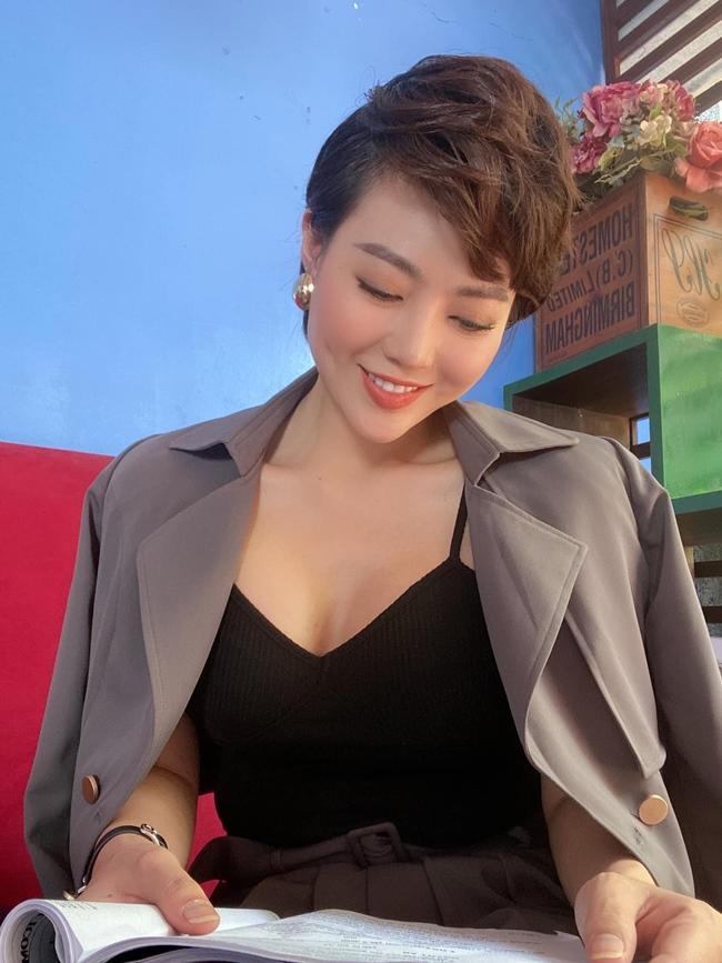 Thanh Hương là nữ diễn viên đa tài, có lối diễn đa dạng, phong phú. Sau Người phán xử, cô tiếp thể hiện nhiều dạng vai khác nhau trong các bộ phim truyền hình như: Thương nhớ ở ai, Quỳnh búp bê, Nàng dâu Oder, Hướng dương ngược nắng.