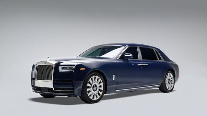 Rolls-Royce đã đợi 1 cái cây tự đổ để dùng gỗ làm nội thất cho chiếc Phantom đặc biệt này - 1
