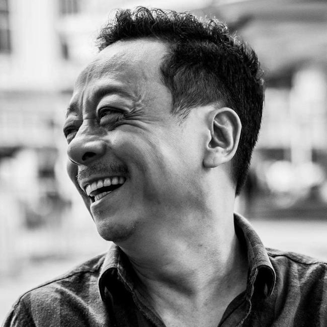 Khi biết tin NSND Hoàng Dũng qua đời, Chí Nhân ngay lập tức thay ảnh đại diện Facebook bằng tấm ảnh đen trắng của cố nghệ sĩ cười rạng rỡ.