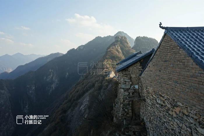 Ngôi đền cổ trên vách đá cao hàng ngàn mét, nơi nhà sư phải hứng nước mưa để uống - 6