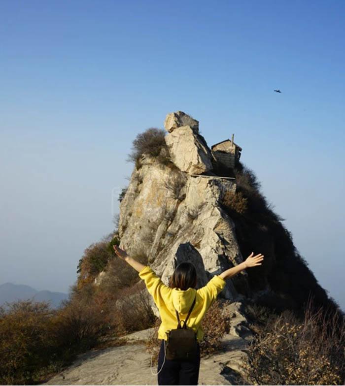 Ngôi đền cổ trên vách đá cao hàng ngàn mét, nơi nhà sư phải hứng nước mưa để uống - 7