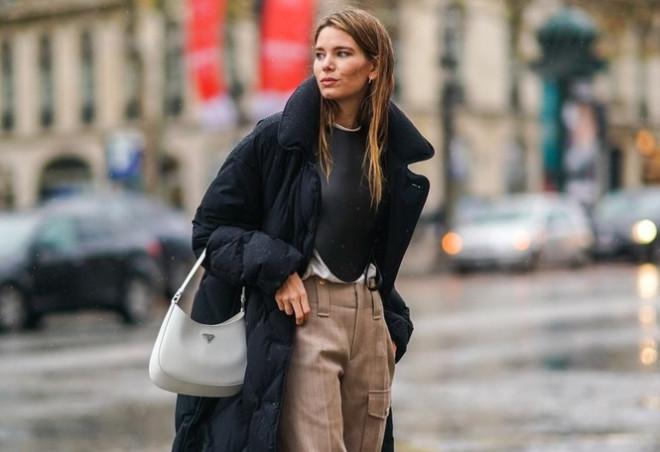 Những mẫu túi hot nhất năm 2021: Cực kỳ hữu dụng, khiến bạn tự tin hơn khi bước ra đường - 1