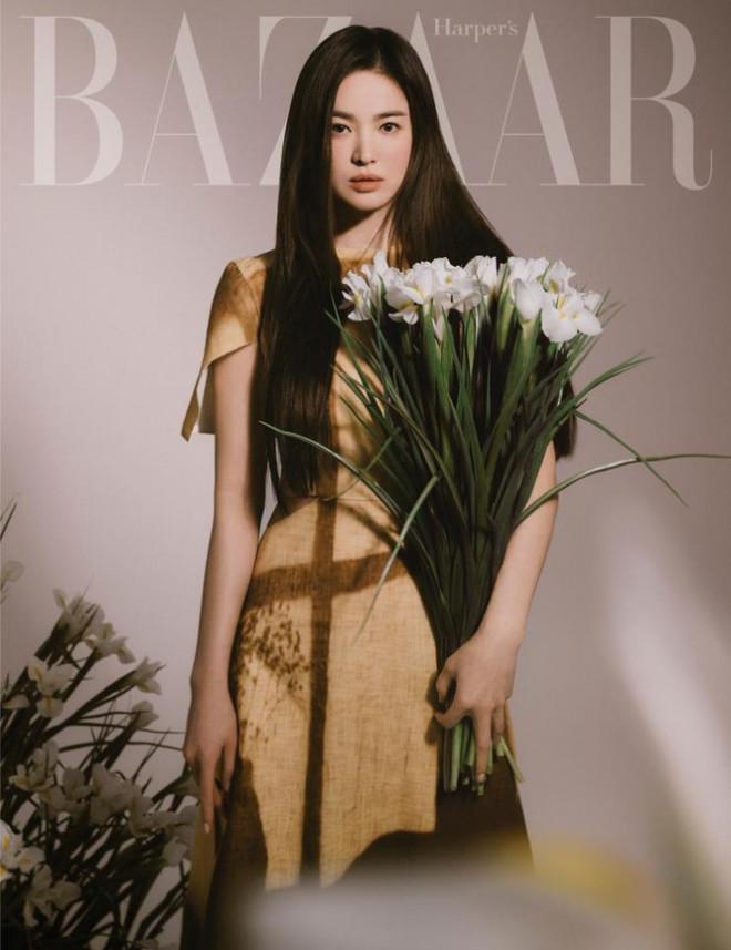 """Song Hye Kyo chính thức trở thành đại sứ thương hiệu của FENDI, khoe bộ ảnh đẹp như """"thiếu nữ mùa Xuân"""" - 1"""