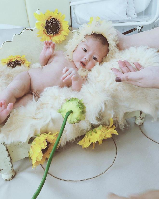 Nữ bác sĩ thiên thần xinh đẹp gây chú ý với bức ảnh cho con bú - 10