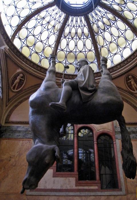 Những tác phẩm điêu khắc đáng sợ nhất thế giới khiến du khách phải bàng hoàng - 12