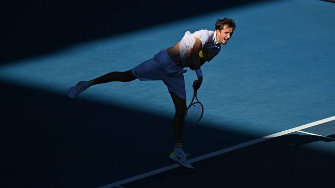 """Video tennis Medvedev - Tsitsipas:3 set """"thần tốc"""", choáng váng 17 cú ace (Bán kết Australian Open) - 1"""
