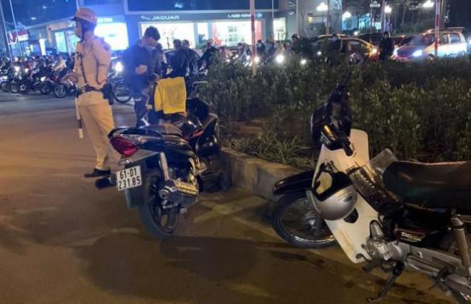 Người đàn ông bị đâm gục sau va chạm giao thông tại Hà Nội - 1