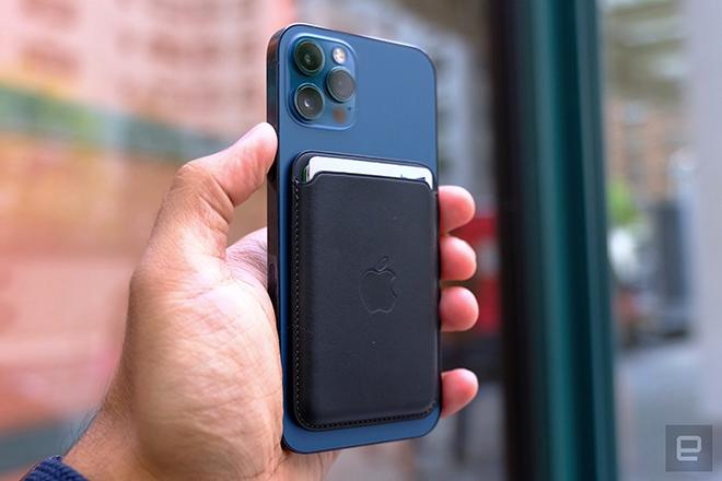 Apple sắp tung loạt phụ kiện hỗ trợ Magsafe cho iPhone 12? - 1