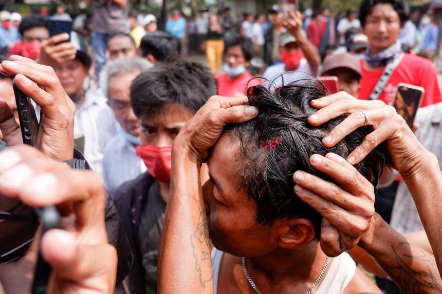 Myanmar: Cảnh sát xả đạn, 2 người biểu tình mất mạng - 1