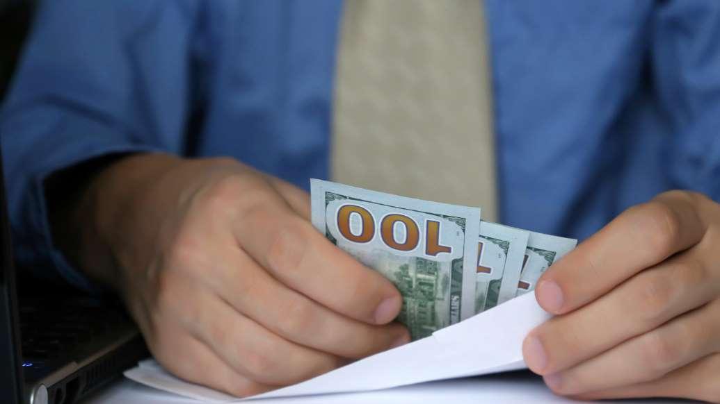 Năm 2020 đã khiến con người thay đổi cái nhìn về tiền bạc như thế nào? - 1