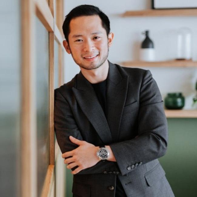 Darren Chan sinh năm 1987 ở Penang, Malaysia.Sau đó, anh ta đến Melbourne học năm 17 tuổi và sống ở Australia 9 năm.