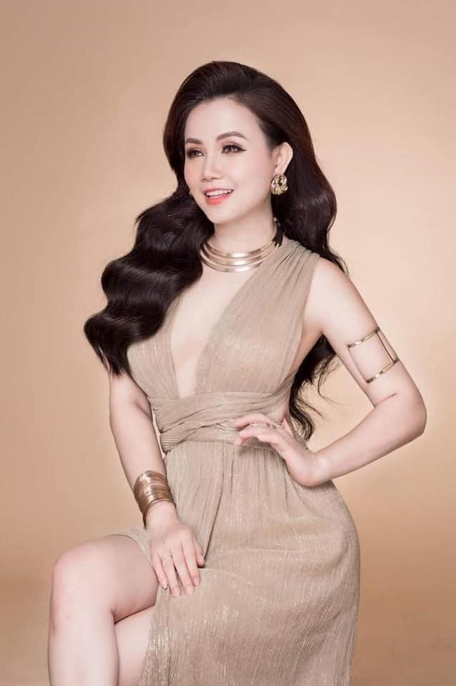 Ở tuổi U50, Hoàng Yến vẫn giữ được vẻ đẹp trẻ trung của nhan sắc. Tuy nhiên, cô không ngần ngại thẩm mỹ để bản thân thêm trẻ, đẹp.