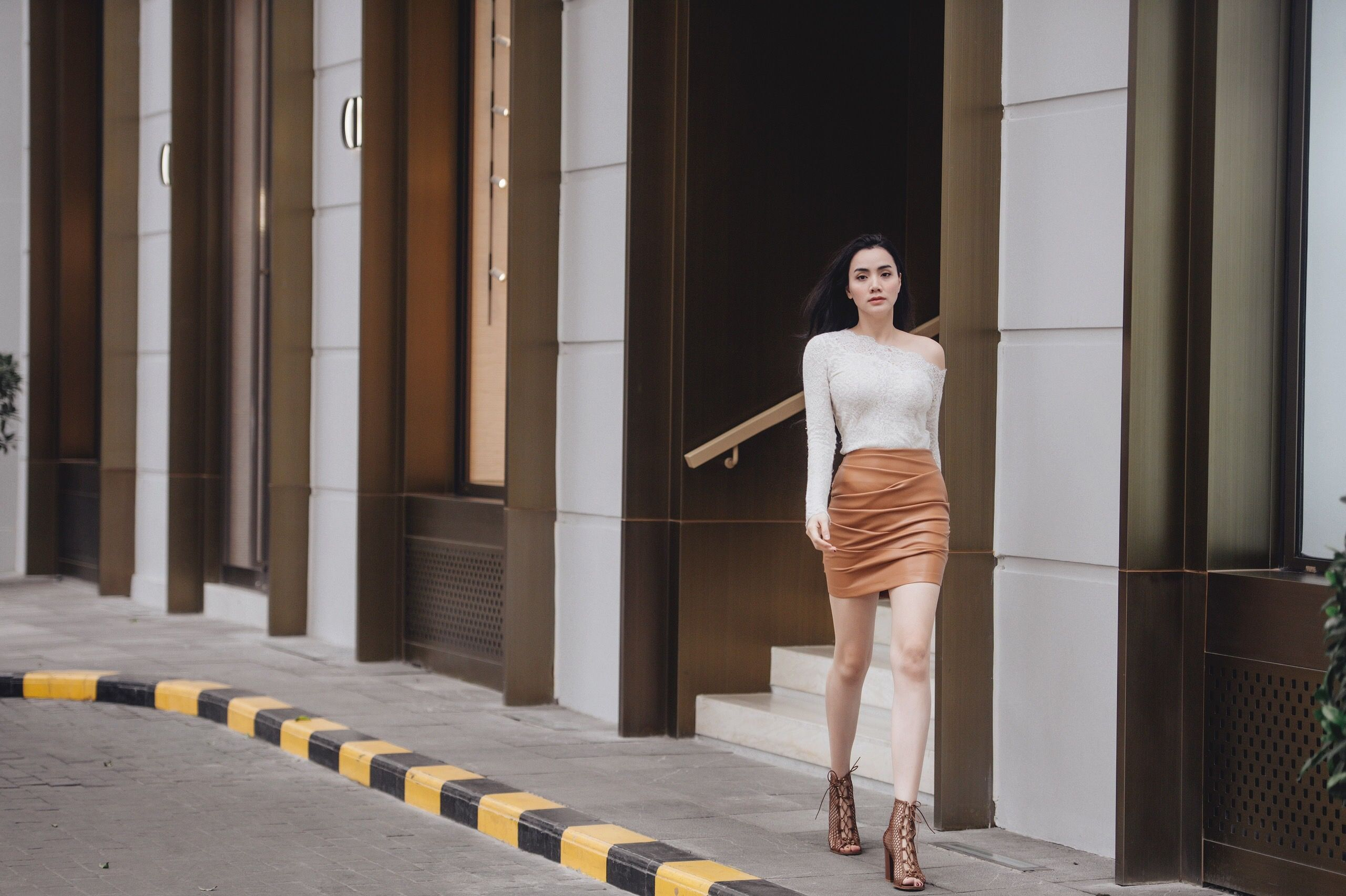 """""""Đệ nhất mỹ nhân gợi cảm"""" Trang Nhung chẳng cần hở bạo vẫn gợi cảm hút hồn - 1"""
