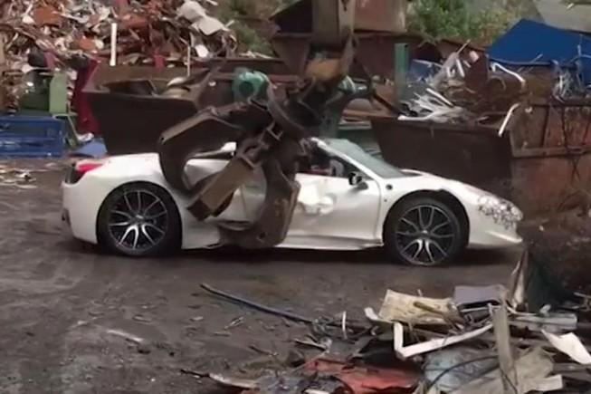 Cảnh sát bị kiện vì phá huỷ chiếc Ferrari - 1