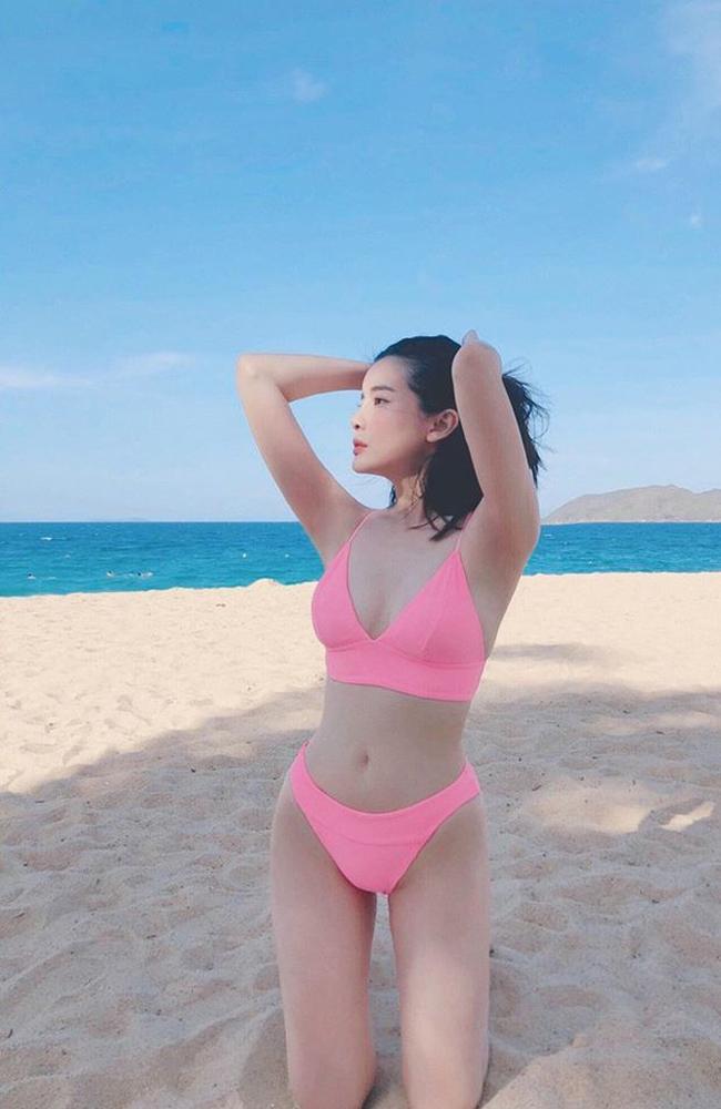 Chia sẻ về vấn đề giữ gìn vóc dáng, Cao Thái Hà cho biết, nếu như trước đây, cô thuộc tạng người ăn bao nhiêu cũng không béo thì bây giờ chỉ cần 'thả phanh' một chút là đã có thể tăng lên 1 - 2kg.