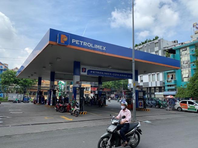Giá xăng tăng cao, đại gia xăng Việt lãi khủng - 1