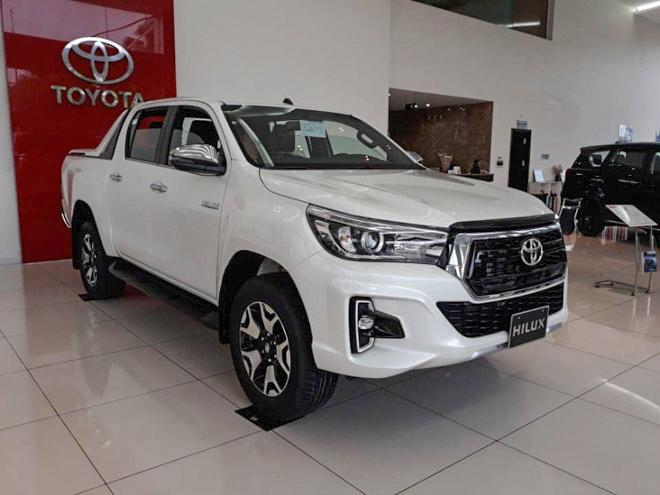 Toyota Việt Nam triệu hồi hơn 1.900 xe bán tải Hilux vì lỗi trợ lực phanh - 1