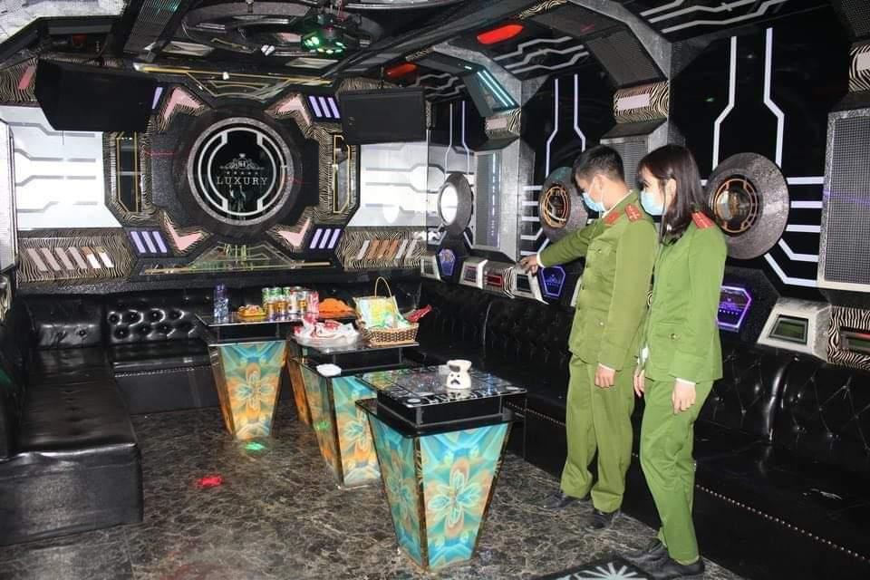 Vụ đâm 3 người chết ở quán karaoke: Cô gái bị đâm thoát chết kể phút bị truy sát - 3