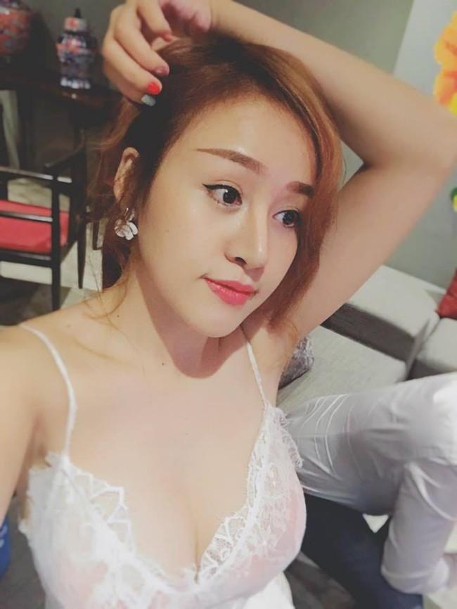 """Bà """"tưng"""" Huyền Anh từng là một trong những cô gái đầu tiên dẫn đầu trào lưu mặc sexy khi livestream cách đây gần 10 năm."""