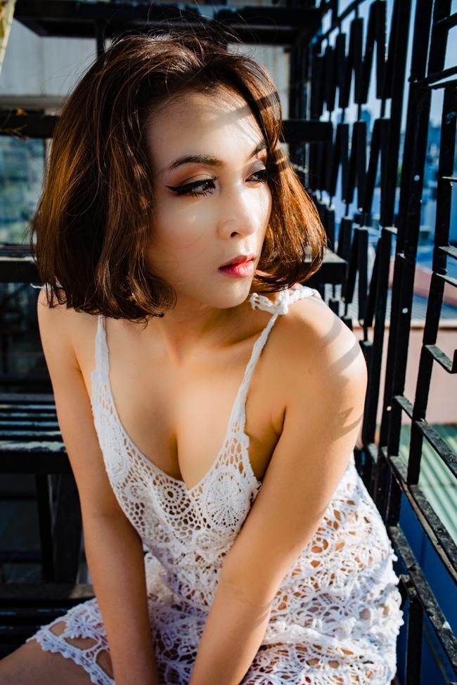 Hoa Di Linh hiện là một bà mẹ đơn thân. Cô và người cũ hiện giờ vẫn là bạn. Nữ ca sĩ cho biết, cô tạo điều kiện để hai bố con gặp nhau. Cả hai cũng nói chuyện thẳng thắn và làm điều tốt nhất cho con gái.