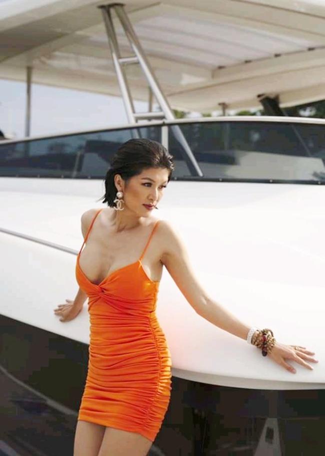 Hoa hậu Oanh Yến sinh năm 1986 ở Vũng Tàu, xuất thân là người mẫu, từng tham dự nhiều cuộc thi sắc đẹp trong và ngoài nước. Cô vào top 15 Hoa hậu Thế giới người Việt 2010, đăng quang Hoa hậu Toàn cầu 2015 tại Philippines và giành danh hiệu Nữ hoàng Sắc đẹp Thế giới 2019 ở Hàn Quốc.