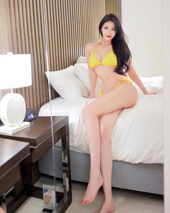 Hyun Min Young là người mẫu Hàn Quốc nổi bật với diện mạo xinh đẹp cùng vóc dáng gợi cảm.