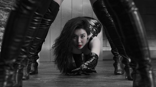 Hóa thân thành miêu nữ, người đẹp gây tranh cãi vì vũ đạo nhạy cảm - 3