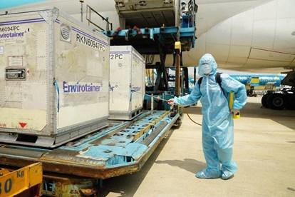Việt Nam đã chi bao nhiêu tiền cho lô vắc-xin ngừa Covid-19 đầu tiên? - 1