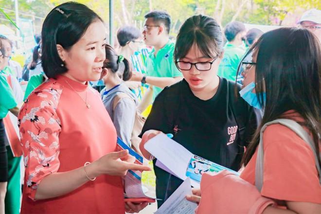 Dịch COVID-19, tuyển sinh đại học thay đổi ra sao? - 1