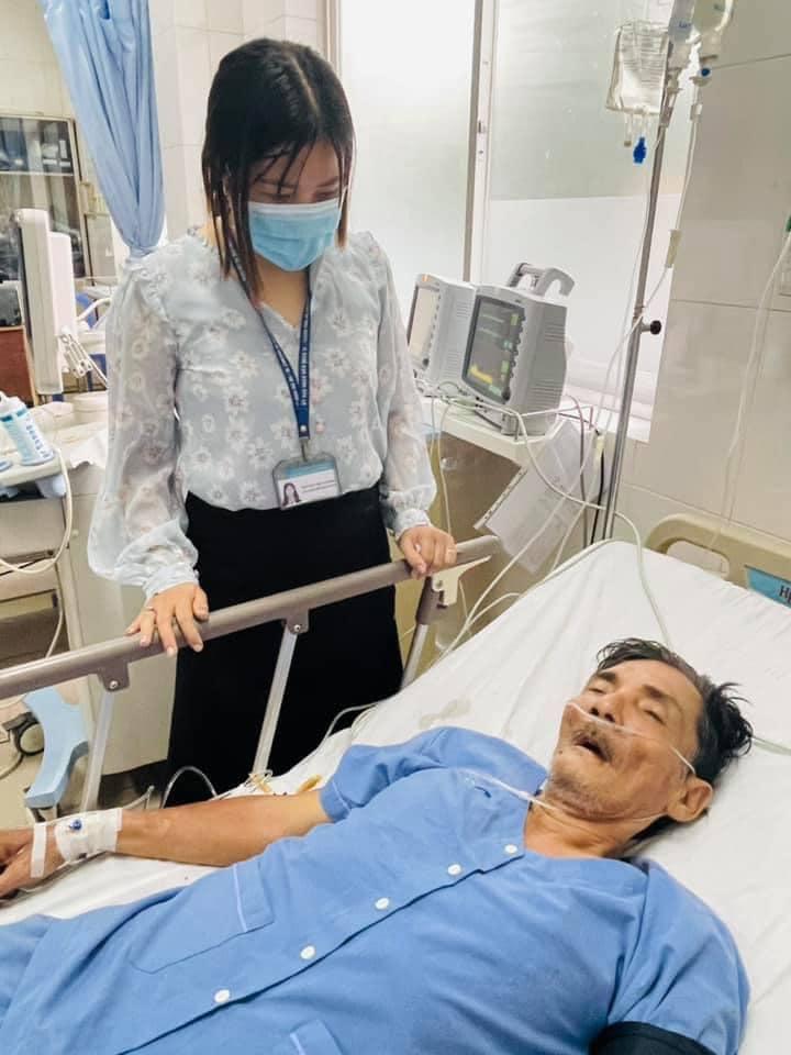 """""""Tài tử màn bạc"""" Thương Tín bị đột quỵ, vợ từ Ninh Thuận vừa vào thăm - 1"""