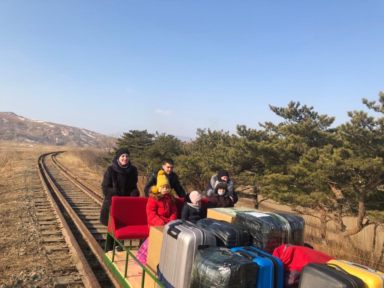 Quan chức ngoại giao Nga rời Triều Tiên về nhà theo cách chưa từng thấy - 1