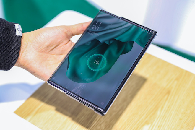 Oppo shocked & # 34;  with 125W fast charging and demonstration of 10cm - 3 remote charging technology