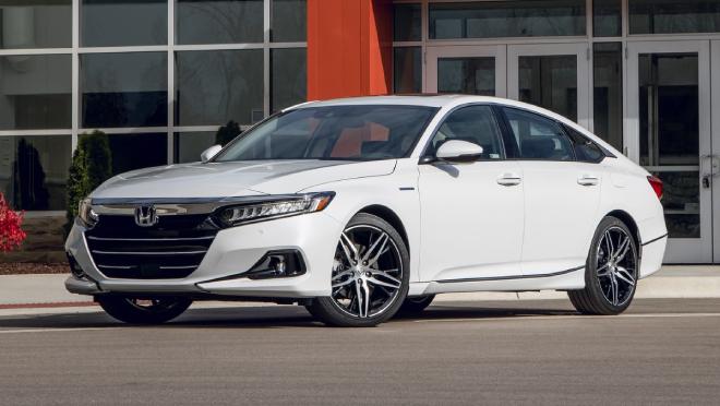 Top 6 xế sedan tầm trung rất đáng mua năm 2021 - 1