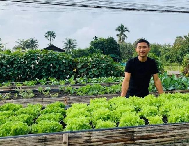 Ở tuổi 35, anh Anek, Thái Lan đã sở hữu nhà, xe và có một cơ ngơi kinh doanh đáng ngưỡng mộ.