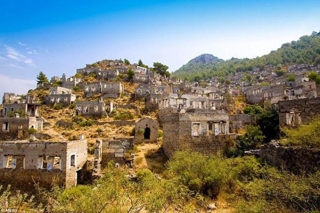 Khách du lịch bị cuốn hút bởi các thị trấn bị bỏ hoang đầy huyền bí này - 8
