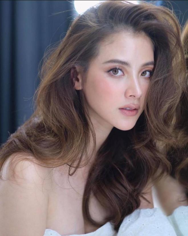 'Nữ thần' Thái Lan gây 'sốt xình xịch' với bộ ảnh cận cảnh nhan sắc - 1