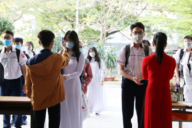 Hình ảnh học sinh TP HCM trở lại trường sau kỳ nghỉ dài - 1